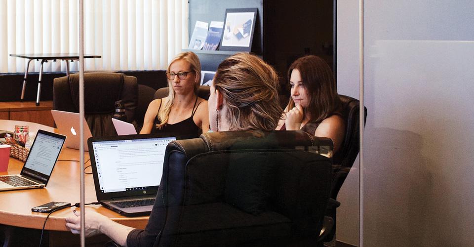 vantagens e desvantagens em estar no coworking